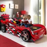 Rotes Rennwagenbett von Pharao24 mit 2 Kindern die darauf spielen und lesen