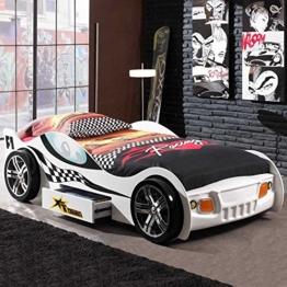 Weißes Rennwagenbett von Phara24 mit schwarzer Racing Bettwäsche im Jugendzimmer