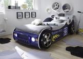 blaues Rennwagenbestt steht in Kinderzimmer, mit Beleuchtung an