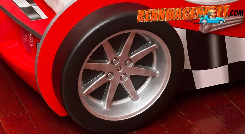 Rennwagenbett rot Reifen und Fellge aus Kunsstoff, stehen auf Boden