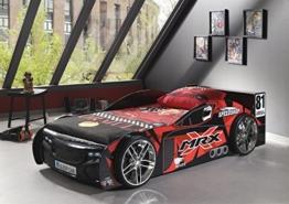 Schwarzes Rennwagenbett mit Racing Bettwäsche in Kinderzimmer